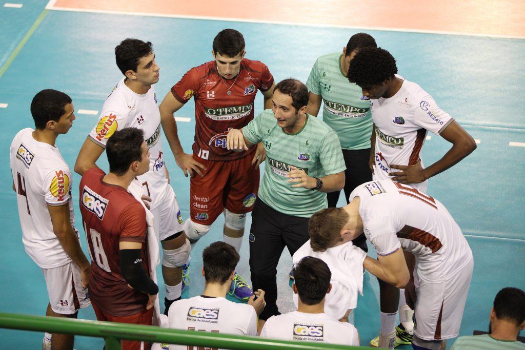 Treinador Henrique Furtado concedeu entrevista ao Toque de Bola nesta terça-feira