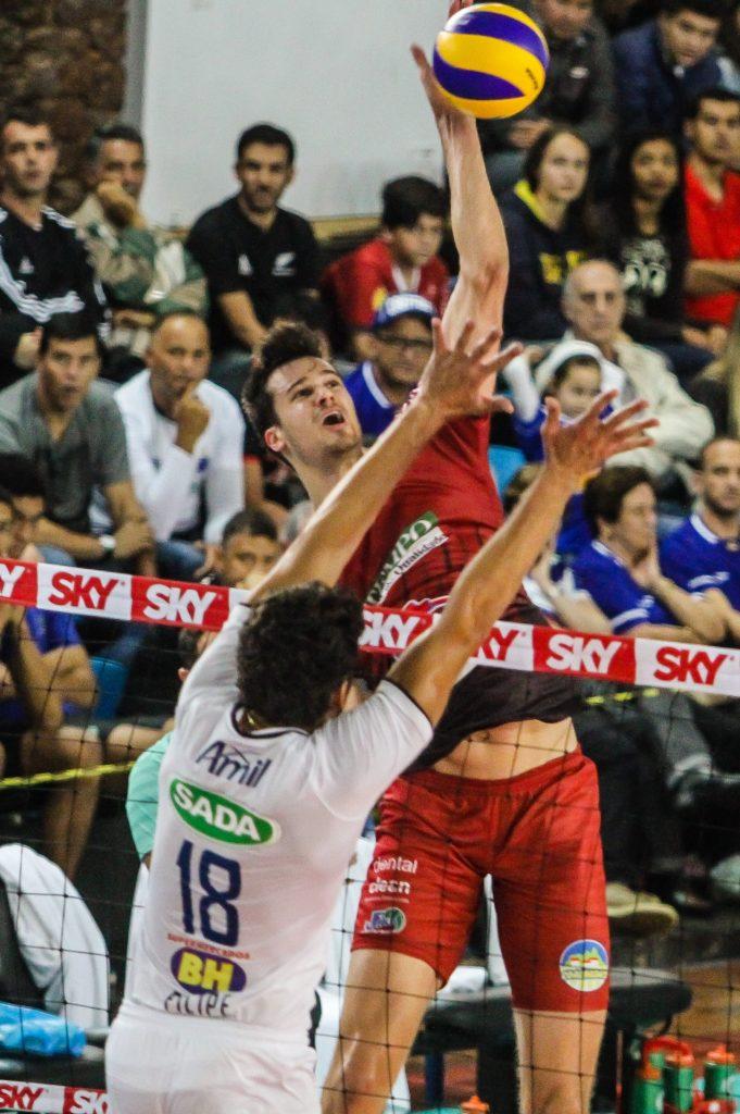 Renan volta a se destacar com a camisa do JF Vôlei. Capitão fez boa partida