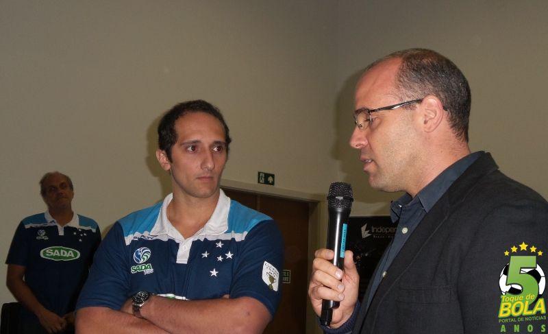 Maurício Bara Filho e treinador Henrique Furtado, no dia em que foi anunciada a parceria entre a equipe local e o Sada Cruzeiro