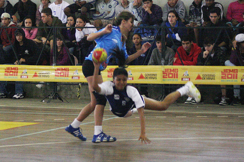 JEMG: veja fotos e resultados desta quinta. Handebol e futsal de JF na semifinal