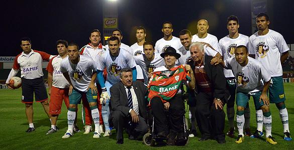 Portuguesa veste a camisa da Gorduchinha contra o Boa. Veja vídeos