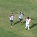 Vitinho comemora: com dois gols, o jovem meia foi o nome do jogo contra o Oeste