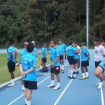 """Time de azul à beira do campo, na """"pressão"""" para entrar e mostrar o futebol"""