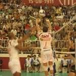 Bruninho (1) brindou o público com belíssimos levantamentos o jogo inteiro
