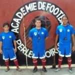 Rafael Novaes (ao centro) aceitou o desafio de treinar jovens no Haiti (Foto: Divulgação)