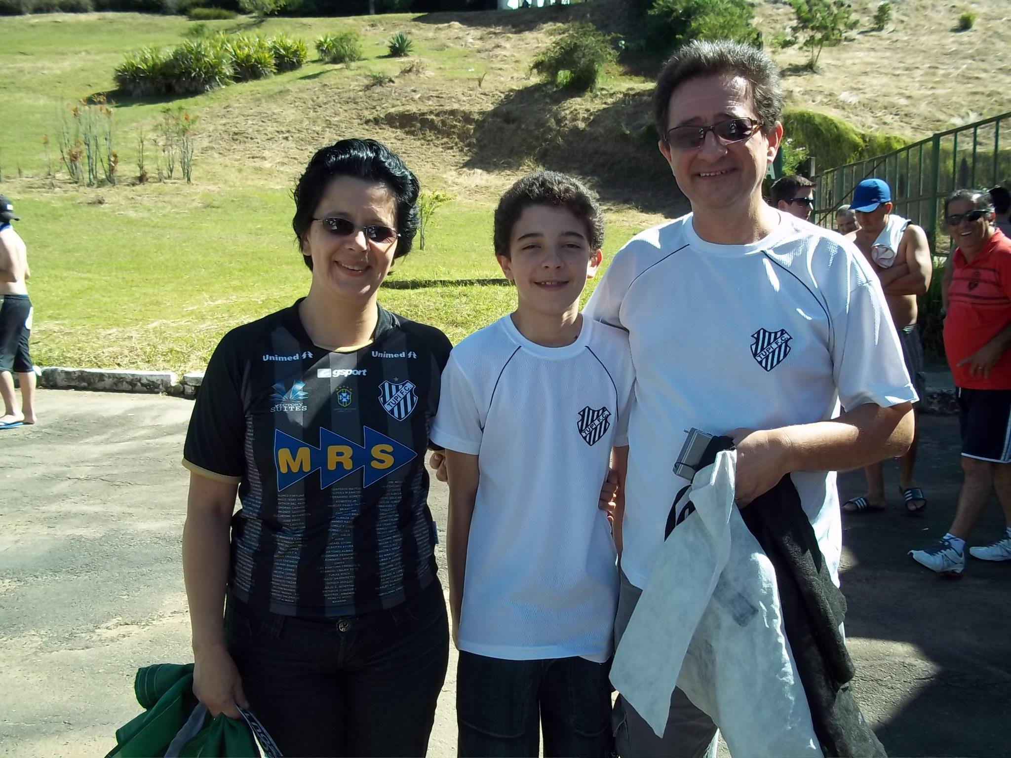 Vencedora da promoção do Toque de Bola veste a camisa e vai ao estádio com a família