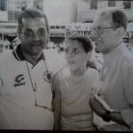 Ao lado de Telê Santana, no desfile de abertura da Copa Bahamas, em 2000