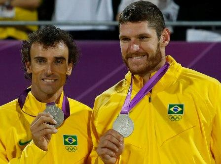 Read more about the article Alison e Emanuel: vencedores mesmo com medalha de prata