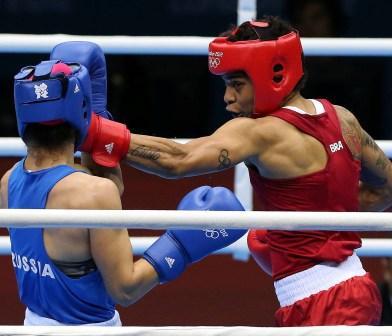 Arbitragem polêmica tira o ouro de Esquiva Falcão, que perde por 14 a 13 para o japonês Ryoto Murata