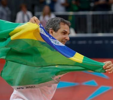 Read more about the article Vôlei garante inédito tri olímpico para José Roberto Guimarães