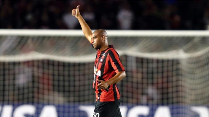 Read more about the article Libertadores: Adriano estreia com vitória do Atlético-PR. Grêmio também vence