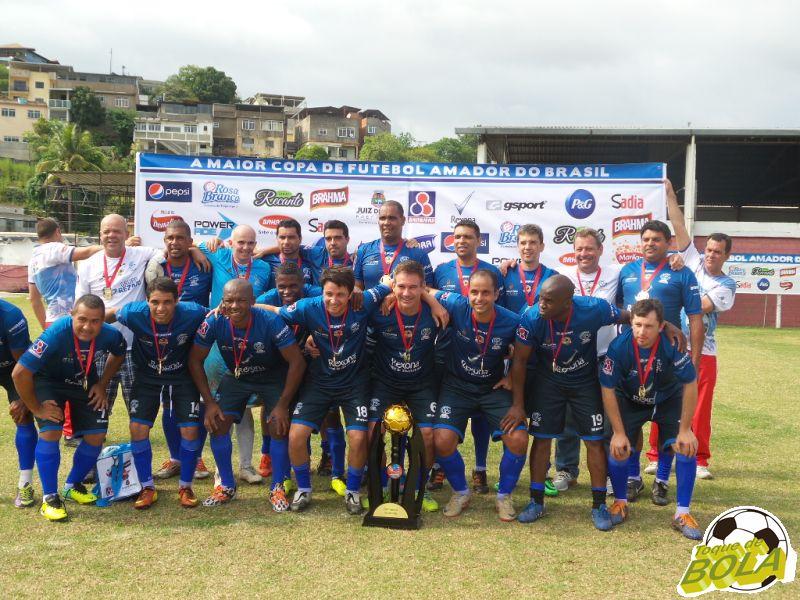 Read more about the article Sérgio e Poeta garantem título veterano da Rezato na Copa Prefeitura Bahamas de Futebol Amador 2014 (com vídeo)