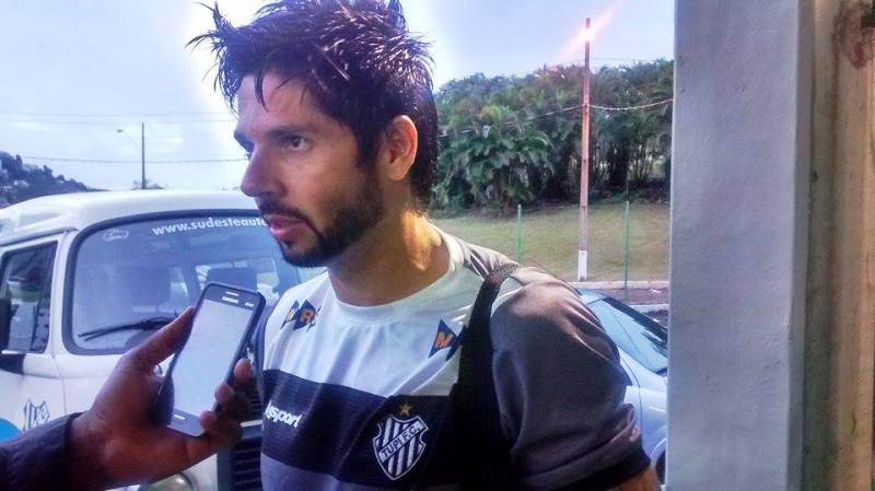 """Herói contra o Tombense comemora aproveitamento em faltas no Mário Helênio: """"Trabalho para isso"""""""