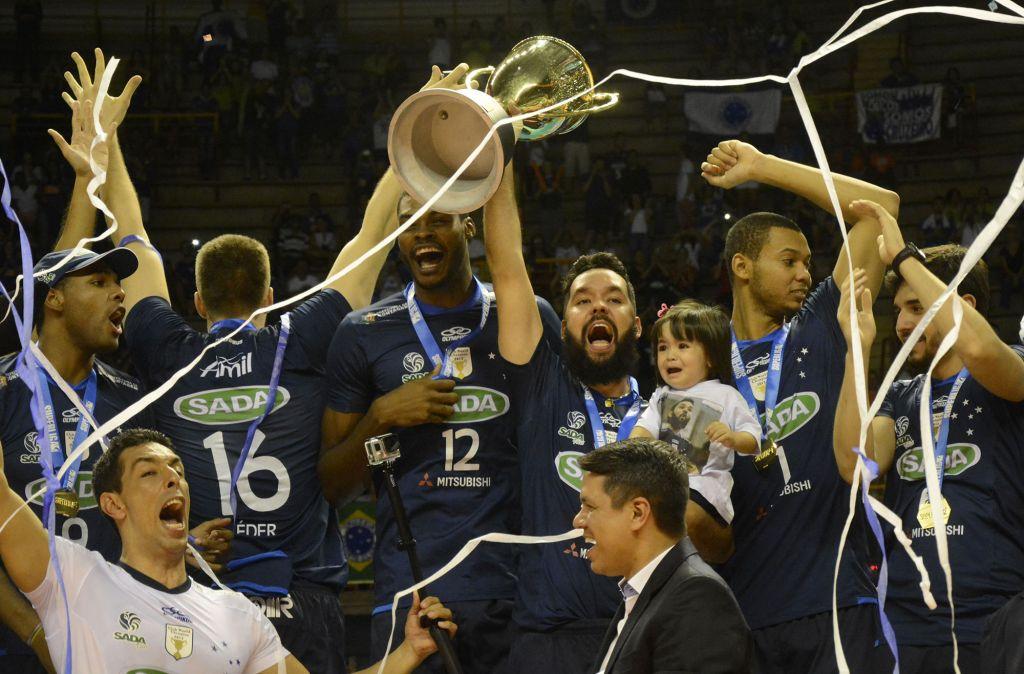 Bernardinho convoca veterano líbero Serginho. Sada Cruzeiro comemora hegemonia nas Superligas A e B