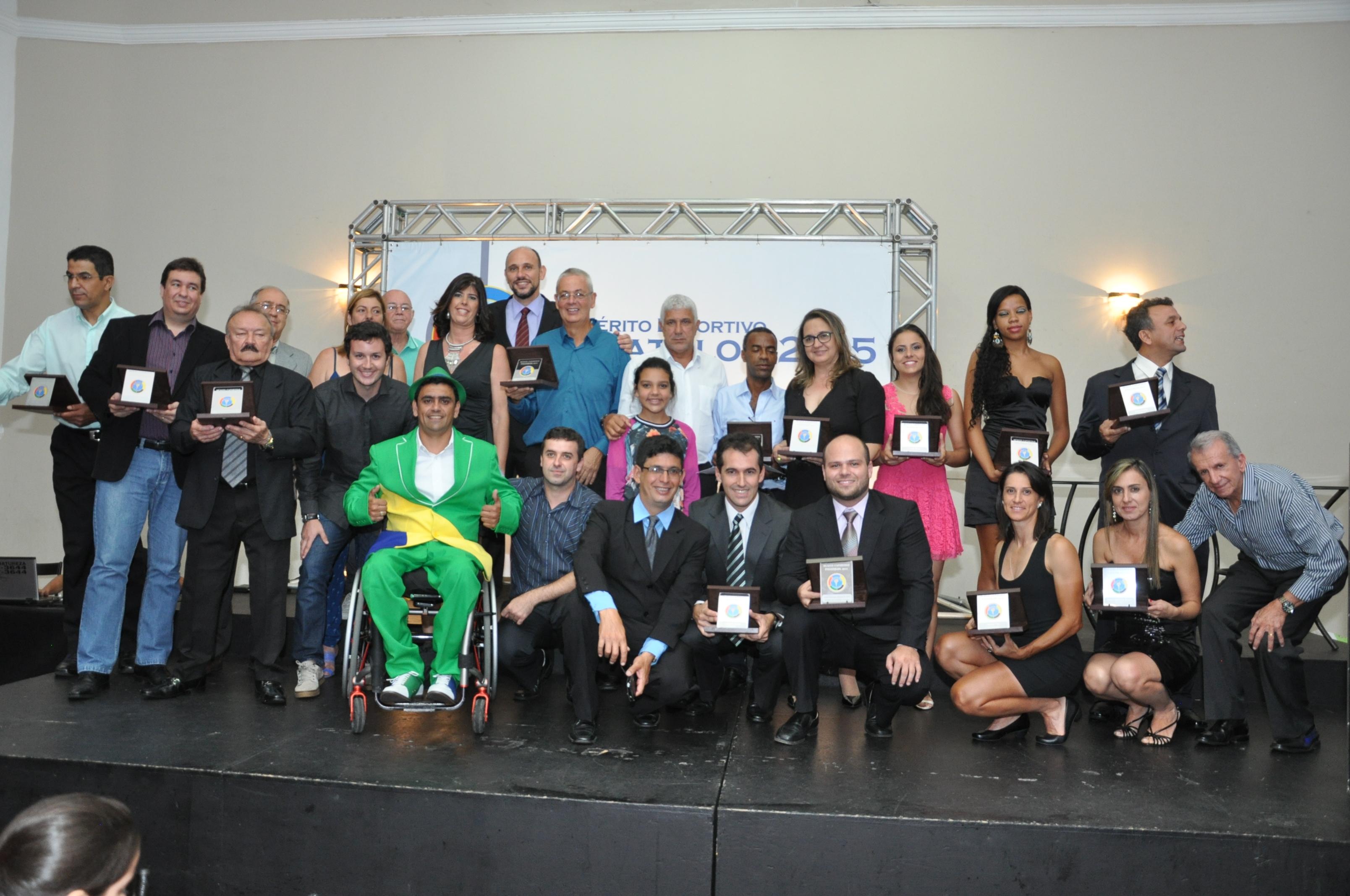 Read more about the article Mérito Esportivo Panathlon 2015: emoção e reconhecimento ao esporte local e regional. Veja fotos