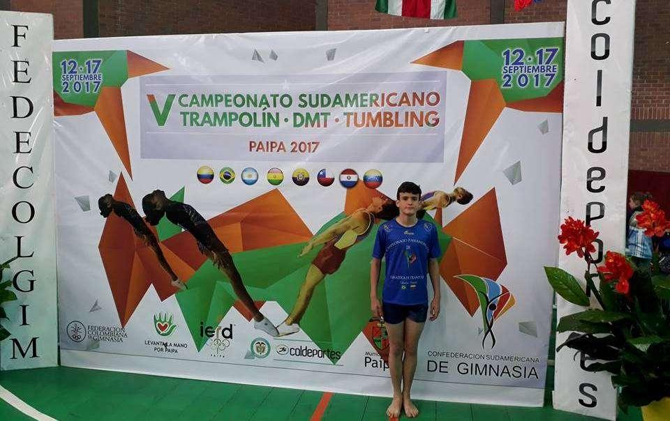 Read more about the article Ginástica de Trampolim: Rodrigo Rezende é medalha de ouro no Sul-Americano na Colômbia