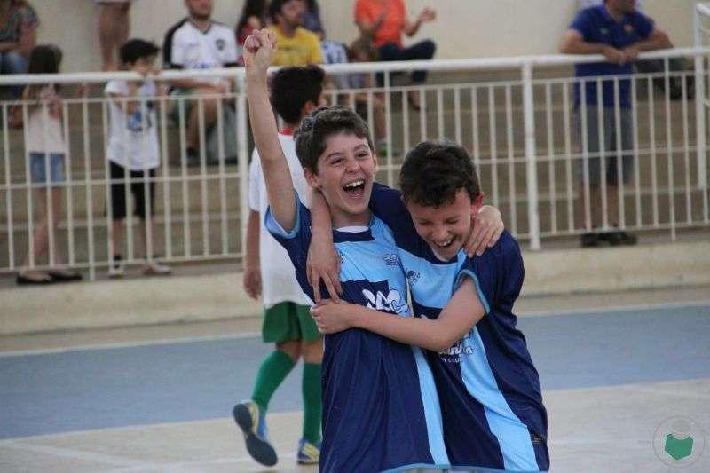 """Read more about the article Bem """"família"""" e em alto astral. Veja, com dezenas de fotos, como começou a 5ª Copa Toque de Bola de Futsal"""