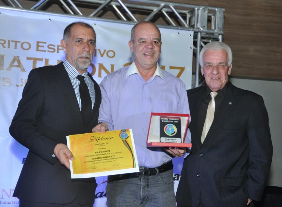Cláudio Esteves, José Eustáquio (Grupo Rezato - Incentivo ao Esporte) e Sérgio Schmidt de Andrade (Panathlon Club JF)