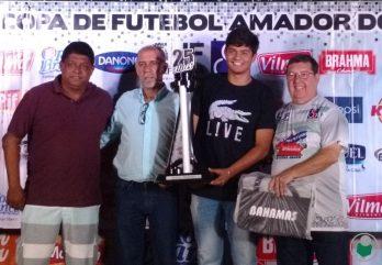 Taça Disciplina entregue a  Escola Oficial do Flamengo (Categoria Juvenil)