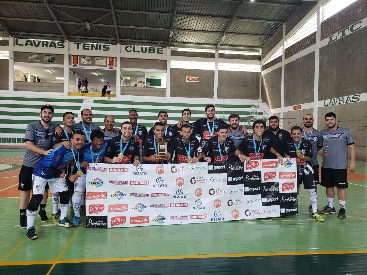 Read more about the article Metas alcançadas! Futsal é campeão e basquete é vice na Regional do Jimi