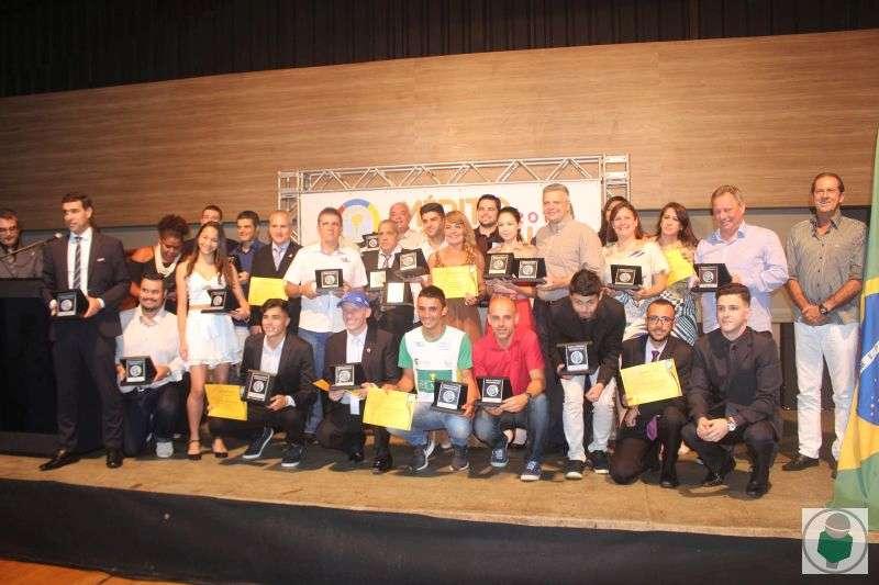 Read more about the article Fotos exclusivas! Agraciados recebem Mérito Esportivo Panathlon 2018