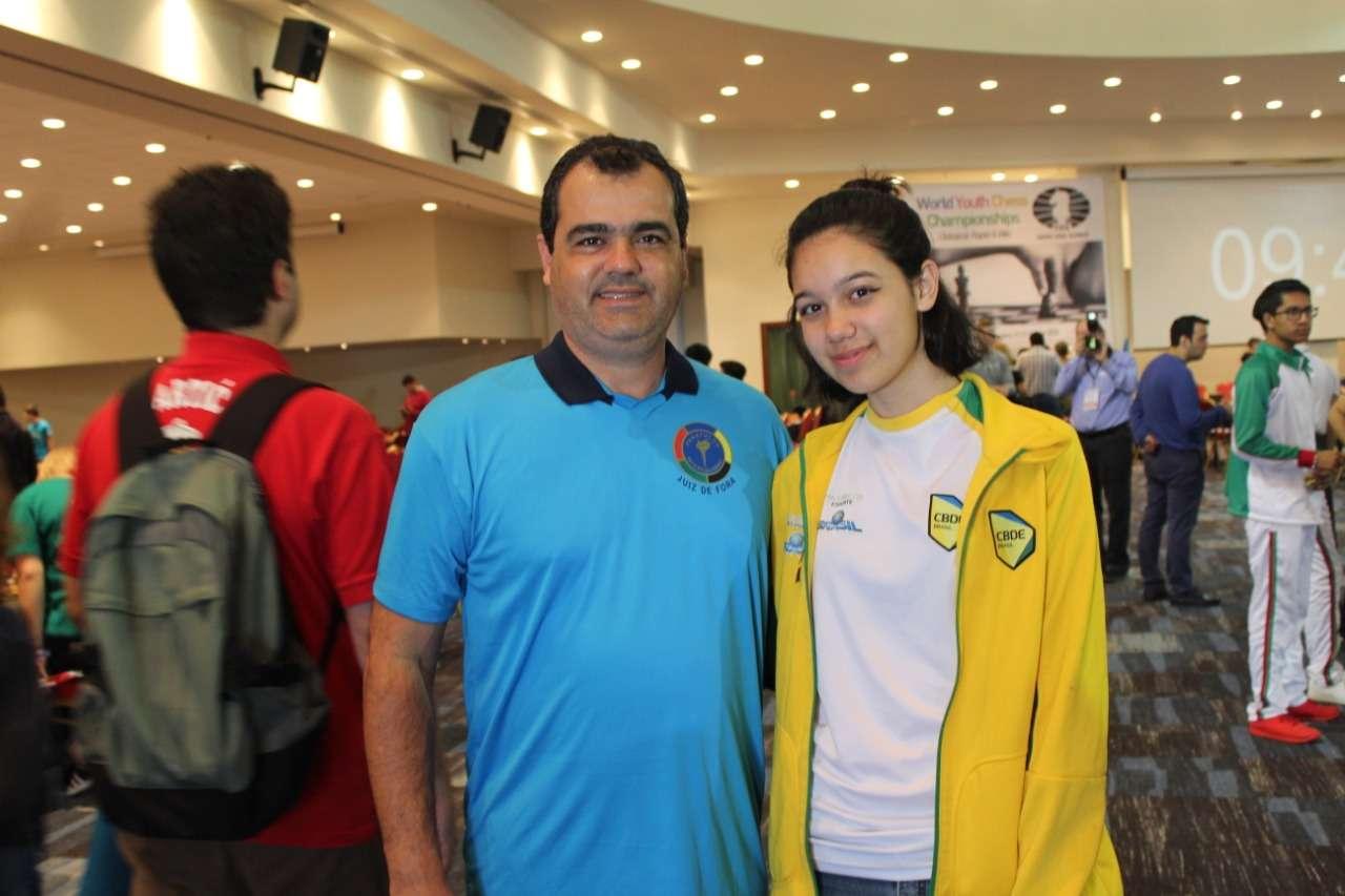 Read more about the article Dupla do Panathlon Club JF recebe homenagem em SP pelo trabalho no xadrez escolar