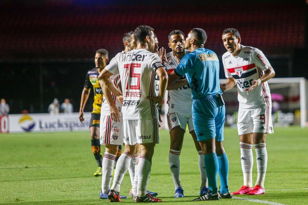"""Read more about the article Pato, pavão, rádio, TV e Tu-Tu: """"Deztaques"""" do Toque"""