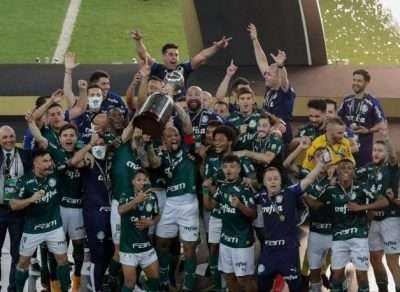 Read more about the article Nos acréscimos do 2º tempo, Palmeiras leva a Libertadores!