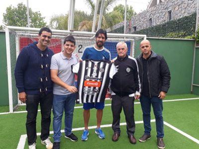 Read more about the article Confirmado: Loco Abreu chega terça ao Athletic!