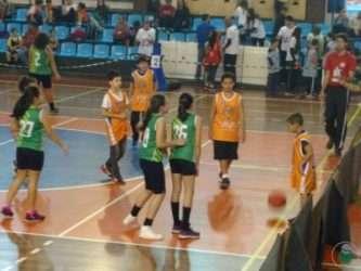 Garotada do basquete em ação - Arquivo Toque de Bola