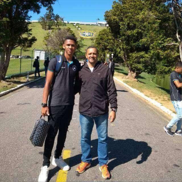 Exclusivo! Juiz-forano Guilherme, 17 anos, deixa o Botafogo e segue para Ucrânia