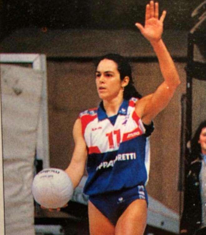 Não perca! Giseli Gávio (Sport, Itália e praia) numa super entrevista ao Garotas no Toque