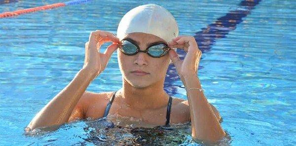 """Read more about the article Campeã brasileira, nadadora do Bom Pastor Paula Ferrari está no """"Garotas no Toque"""""""