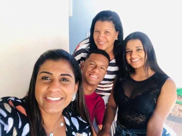 """Read more about the article Eneida, mãe de Gabriel Araújo e o início de tudo: """"Você pode ser você, mude o impossível"""""""
