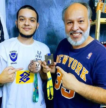 Read more about the article Tradição de família: pai e filho comemoram bronze no JUBs